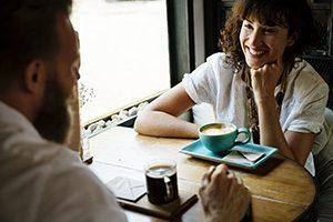 Kommunizieren bei einer Tasse Kaffee